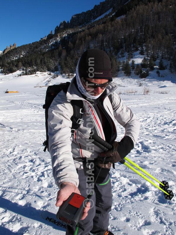 Safety culture : verifier son DVA et celui de son compagnon par exemple. Mais surtout avoir une bonne vision d'ensemble de la pente à skier et une stratégie adaptée...
